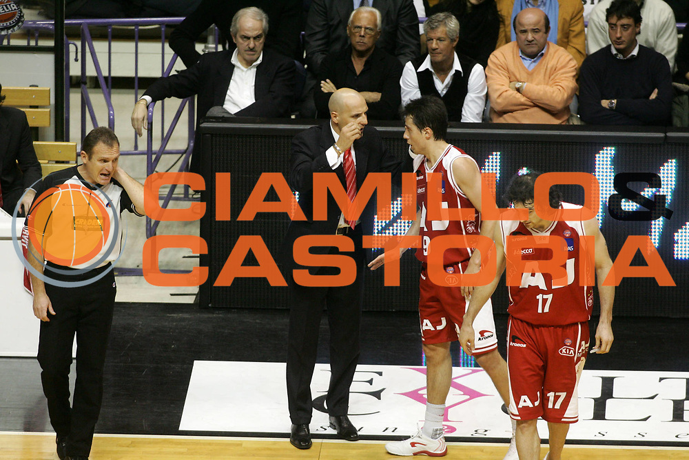 DESCRIZIONE : Bologna Lega A1 2005-06 Vidi Vici Virtus Bologna Armani Jeans Milano <br /> GIOCATORE : Djordjevic Bulleri Calabria Natali Armani Corbelli <br /> SQUADRA : Armani Jeans Milano <br /> EVENTO : Campionato Lega A1 2005-2006 <br /> GARA : Vidi Vici Virtus Bologna Armani Jeans Milano <br /> DATA : 29/01/2006 <br /> CATEGORIA : Delusione <br /> SPORT : Pallacanestro <br /> AUTORE : Agenzia Ciamillo-Castoria/G.Ciamillo