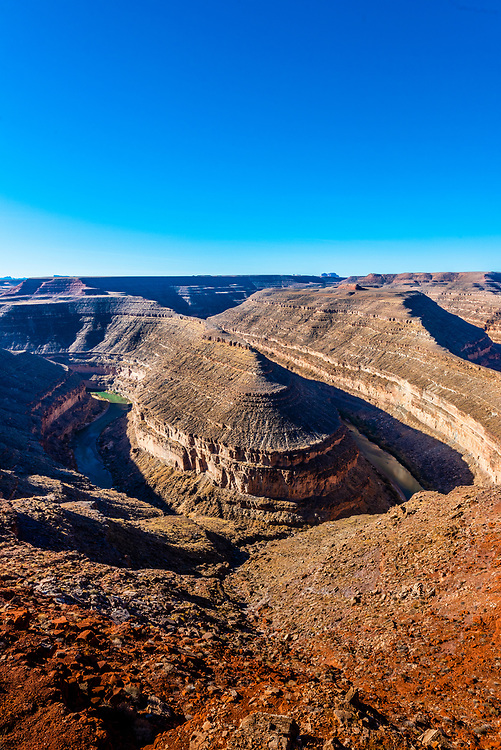 View from Goosenecks State Reserve, near Mexican Hat, Utah. 1,000 feet below, the San Juan River winds its way through the canyon.