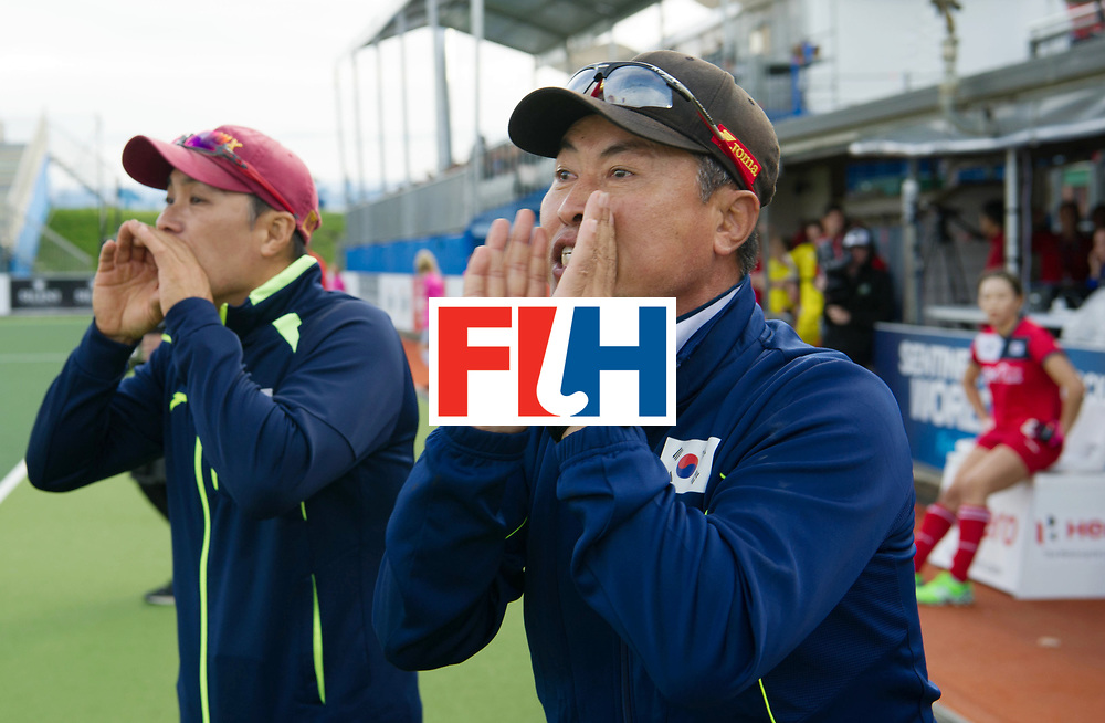 AUCKLAND - Sentinel Hockey World League final women<br /> Match id 10321<br /> Korea v England Bronze 1-0<br /> Korean win Bronz<br /> Foto:  Yoon KIM Assistant Coach (L) and Sang YoungHUH Head Coach in the last minutes <br /> WORLDSPORTPICS COPYRIGHT FRANK UIJLENBROEK