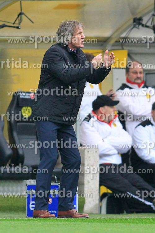 01.03.2014, Signal Iduna Park, Dortmund, GER, 1. FBL, Borussia Dortmund vs 1. FC Nuernberg, 23. Runde, im Bild Trainer Gertjan Verbeek (1 FC Nuernberg) wuetend, sauer, Emotion // during the German Bundesliga 23th round match between Borussia Dortmund and 1. FC Nuernberg at the Signal Iduna Park in Dortmund, Germany on 2014/03/01. EXPA Pictures &copy; 2014, PhotoCredit: EXPA/ Eibner-Pressefoto/ Schueler<br /> <br /> *****ATTENTION - OUT of GER*****
