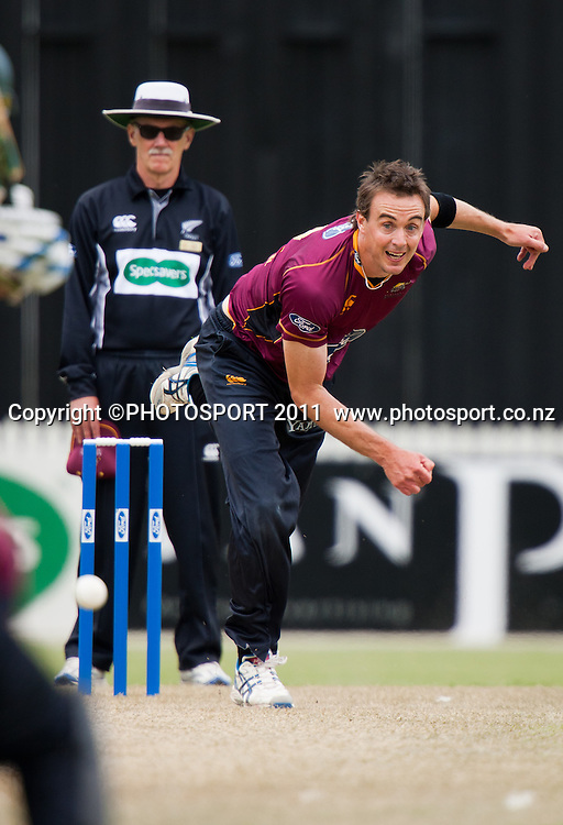 Knights' Graeme Aldridge bowls during the Ford Trophy Cricket - Northern Knights v Central Stags one day match, at Seddon Park, Hamilton, New Zealand, 11 December 2011. Photo: Stephen Barker/photosport.co.nz