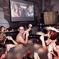 Nederland, Amsterdam , 6 maart 2014.<br /> 21 hottubs,21.000 liter water,150 badjassen en 2 bioscoopschermen. Dat zijn de ingrediënten voor deHot Tub Movie Club (HTMC) in Amsterdam. Vanaf 6 tot en met 9 maart kun je inhet Machinegebouw op het Westergasterrein met vijf vrienden in een bubbelende hottub plaatsnemen en kijken naar een film.<br /> Met een heuse oberservice, gratis fles cava en en een eigen badjas - waar volgens de organisatie'Playboybaas Hugh Hefner jaloers van zou worden' - wordt de bioscoopervaring compleet. Als de film afgelopen is en je het warme bad weer wilt verlaten, is er een echte badjasafterparty, waar je nog uren kan dansen op de muziek van een DJ.<br /> Foto:Jean-Pierre Jans