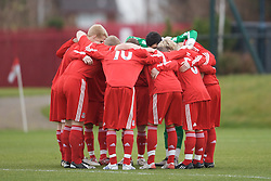 KIRKBY, ENGLAND - Saturday, December 13, 2008: Liverpool's players form a group huddle as they prepare for action against Manchester United during the FA Premier Academy Group A match at the Kirkby Academy. (Pic by David Rawcliffe/Propaganda)