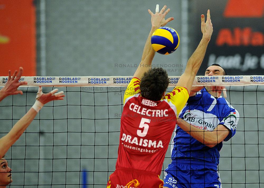 12-02-2011 VOLLEYBAL: AB GRONINGEN/LYCURGUS - DRAISMA DYNAMO: GRONINGEN<br /> In een bomvol Alfa-college Sportcentrum werd Dynamo met 3-2 (25-27, 23-25, 25-19, 25-23 en 16-14) verslagen door Lycurgus / Sime Vulin vs. Jarik Niebeek<br /> ©2011-WWW.FOTOHOOGENDOORN.NL
