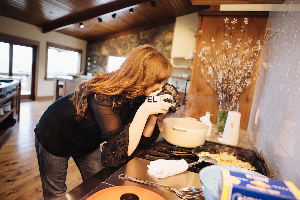 9/15/09 5:28:16 PM -- Ree Drummond, The Pioneer Woman, works in the kitchen in the lodge near her home on the Drummond Ranch near Pawhuska, Okla. ..Photo by Shane Bevel