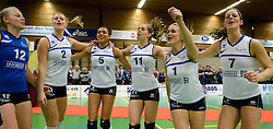 13-04-2013 VOLLEYBAL: SLIEDRECHT SPORT - SV DYNAMO APELDOORN: SLIEDRECHT<br /> Sliedrecht Sport pakt de eerste kans in eigen huis en is opnieuw Nederlands kampioen / Feest vreugde bij Sliedrecht Sport met oa. Lidia Bons, Inge Molendijk, Lynn Thijssen, Esther van Berkel, Kirsten Knip, Nienke de Waard<br /> &copy;2013-FotoHoogendoorn.nl