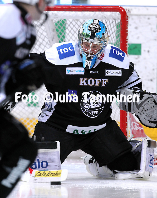 12.10.2013, Turku-halli, Turku.<br /> J&auml;&auml;kiekon SM-liiga 2012-13. TPS - Blues.<br /> Fredrik Norrena - TPS