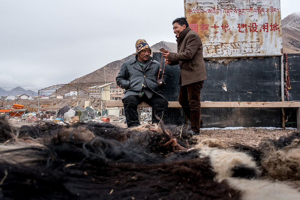 Men gather to buy yak pelts in a small market along the Mekong river in Zado, Tibet (Qinghai, China).