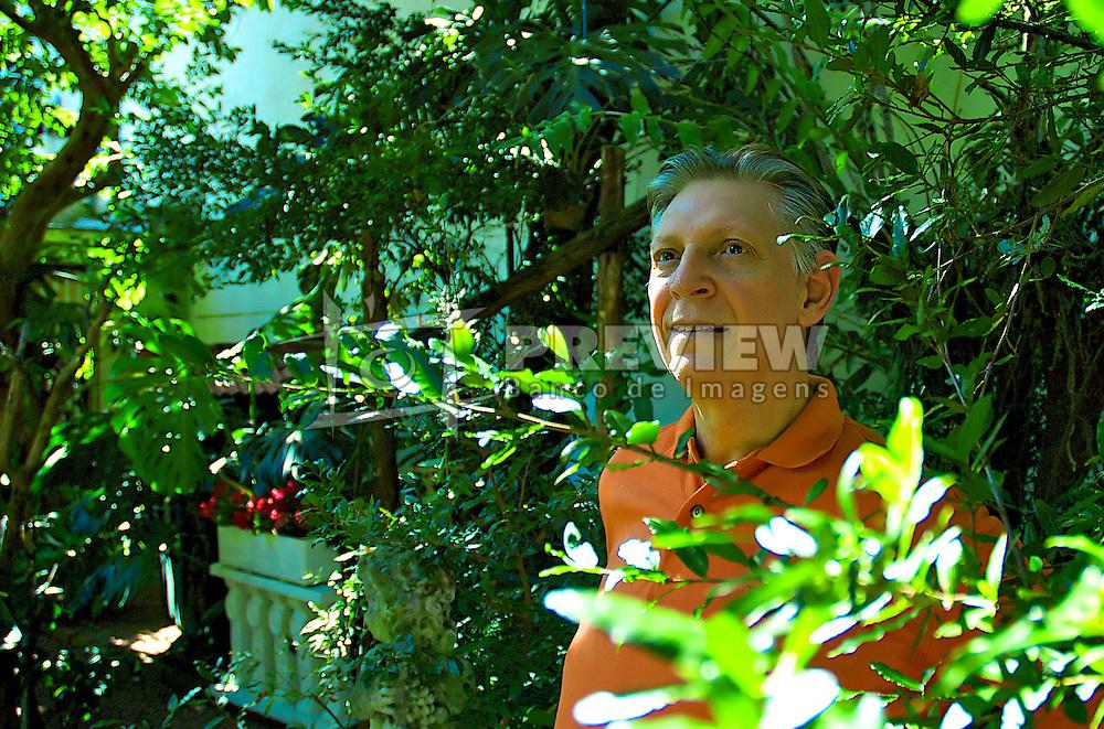 Roque Renato, 60, voluntário para esperimentar uma nova droga na esperança da cura de seu câncer de rim. FOTO: Lucas Uebel/Preview.com