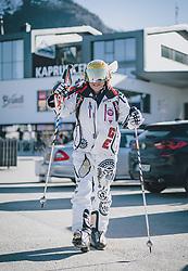 15.03.2020, Kaprun, AUT, Coronavirus in Österreich, im Bild ein Skifahrer beim verlassen des Skigebietes // Skiers leaving the ski Resort. The Austrian government is pursuing aggressive measures in an effort to slow the ongoing spread of the coronavirus, Kaprun, Austria on 2020/03/15. EXPA Pictures © 2020, PhotoCredit: EXPA/ JFK