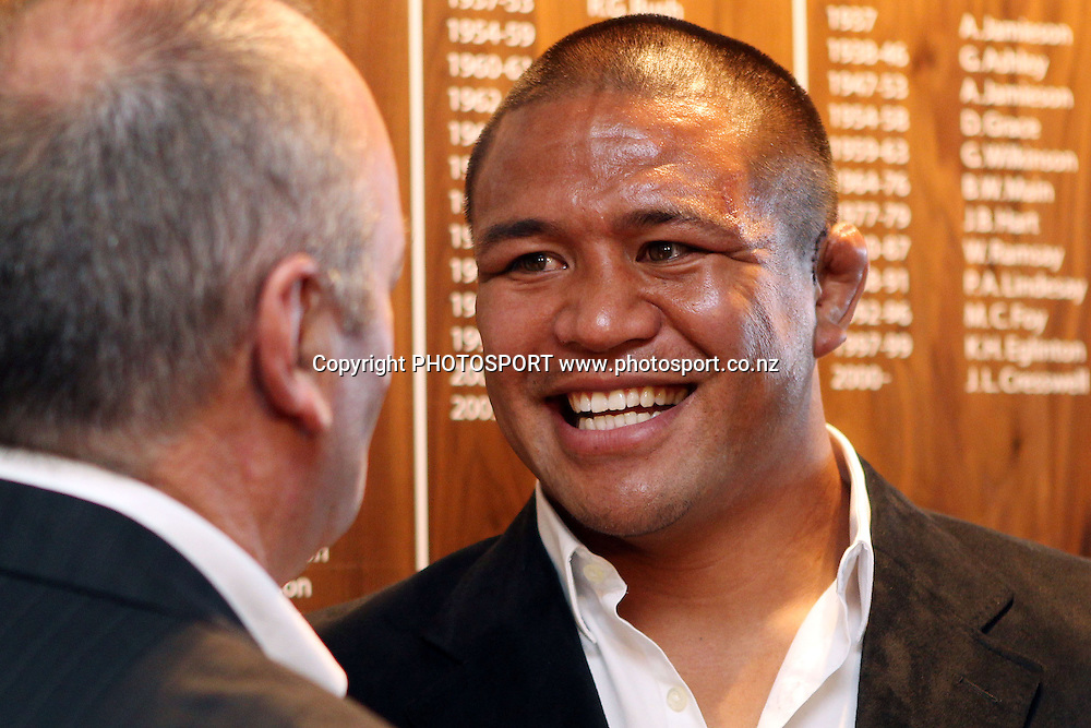 Graham Henry congratulates Keven Mealamu during a press conference announcing that Keven Mealamu has re-signed with The Blues for two more years. Investec Super Rugby, Rugby Union. The Barbarians Club, Eden Park, Auckland. Tuesday 19 April 2011.