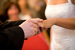 07.05.2011, Graz, AUT, Feature, im Bild ein Bräutigam steckt seiner Braut während der Eheschließung den Ehering an den Finger, EXPA Pictures © 2012, PhotoCredit: EXPA/ Erwin Scheriau