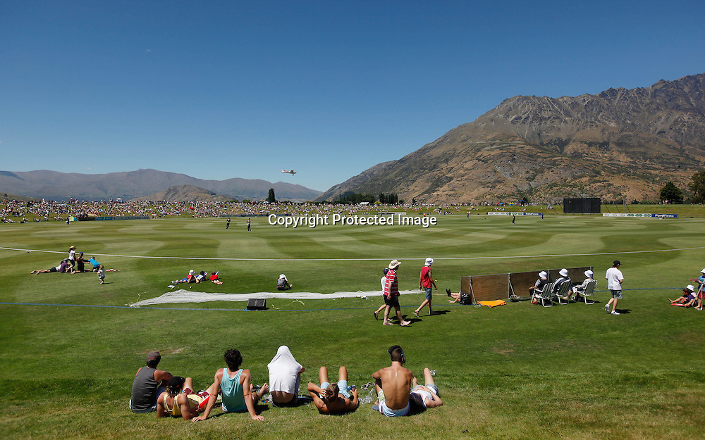 Queenstown basks in the sun during the Twenty20 Cricket - HRV Cup, Otago Volts v Wellington Firebirds, Saturday 31 December 2011, Queenstown Events Centre, Queenstown, New Zealand. Photo: Michael Thomas/photosport.co.nz
