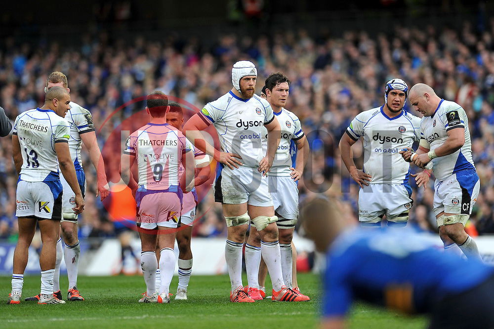 Dave Attwood and the rest of the Bath Rugby team look on during a break in play - Photo mandatory by-line: Patrick Khachfe/JMP - Mobile: 07966 386802 04/04/2015 - SPORT - RUGBY UNION - Dublin - Aviva Stadium - Leinster Rugby v Bath Rugby - European Rugby Champions Cup