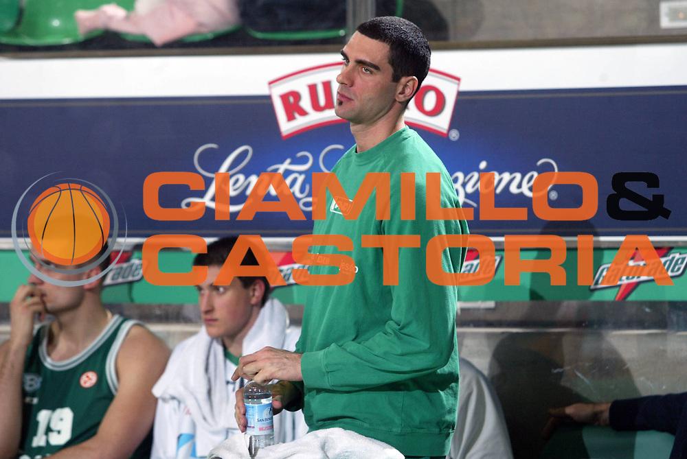 DESCRIZIONE : Treviso Eurolega 2005-06 Benetton Treviso Zalgiris Kaunas <br /> GIOCATORE : Soragna <br /> SQUADRA : Benetton Treviso <br /> EVENTO : Eurolega 2005-2006 <br /> GARA : Benetton Treviso Zalgiris Kaunas <br /> DATA : 19/01/2006 <br /> CATEGORIA : Infortunio <br /> SPORT : Pallacanestro <br /> AUTORE : Agenzia Ciamillo-Castoria/M.Marchi
