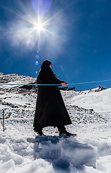 THEMENBILD - eine Frau in traditionellem Burka Gewand am Gletscher Plateau. Jedes Jahr besuchen mehrere Tausend Gäste aus dem arabischen Raum die Urlaubsregion im Salzburger Pinzgau, aufgenommen am 08. August 2016 in Zell am See, Österreich // a woman in a traditional burqa robe on the glacier plateau. Every year thousands of guests from Arab countries takes their holiday in Zell am See - Kaprun Region, Zell am See, Austria on 2016/08/08. EXPA Pictures © 2016, PhotoCredit: EXPA/ JFK