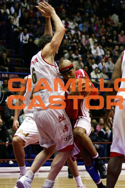 DESCRIZIONE : Milano Lega A1 2006-07 Armani Jeans Milano Whirlpool Varese<br /> GIOCATORE : Holland<br /> SQUADRA : Whirlpool Varese<br /> EVENTO : Campionato Lega A1 2006-2007<br /> GARA : Armani Jeans Milano Whirlpool Varese<br /> DATA : 18/02/2007<br /> CATEGORIA : Penetrazione<br /> SPORT : Pallacanestro<br /> AUTORE : Agenzia Ciamillo-Castoria/L.Lussoso