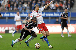 21-03-2010 VOETBAL: HSV - SCHALKE 04: HAMBURG<br /> Jefferson Farfan (Schalke #17) versucht sich gegen David Rozehnal (Hamburg #03)<br /> ©2010- FRH-nph / Witke