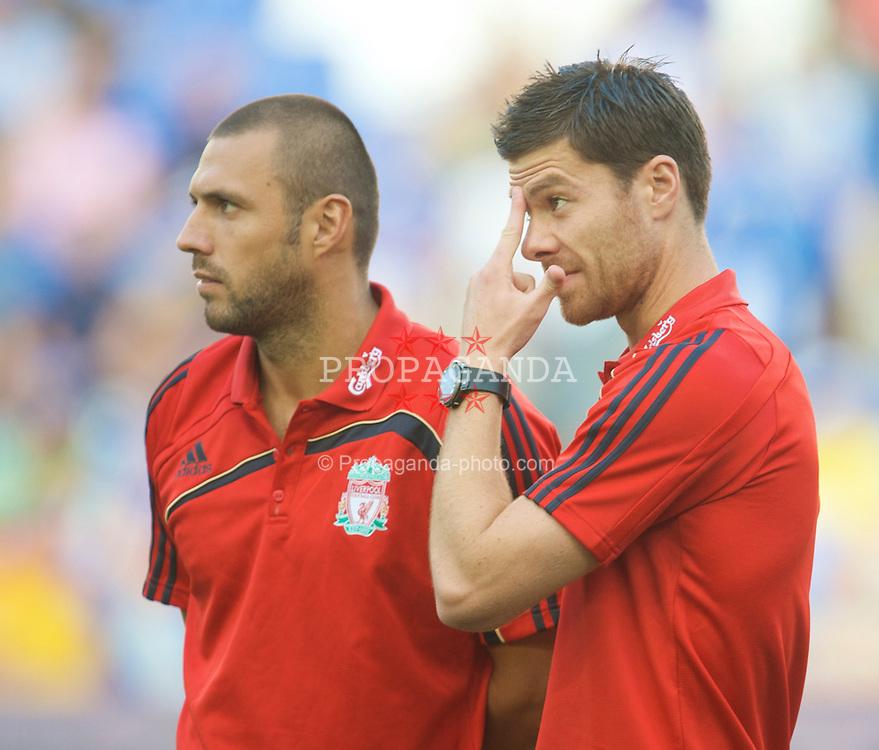 BARCELONA, SPAIN - Sunday, August 2, 2009: Liverpool's Xabi Alonso and Andrea Dossena before a preseason friendly against  RCD Espanyol de Barcelona at the Estadi Cornella-El Prat. (Pic by David Rawcliffe/Propaganda)