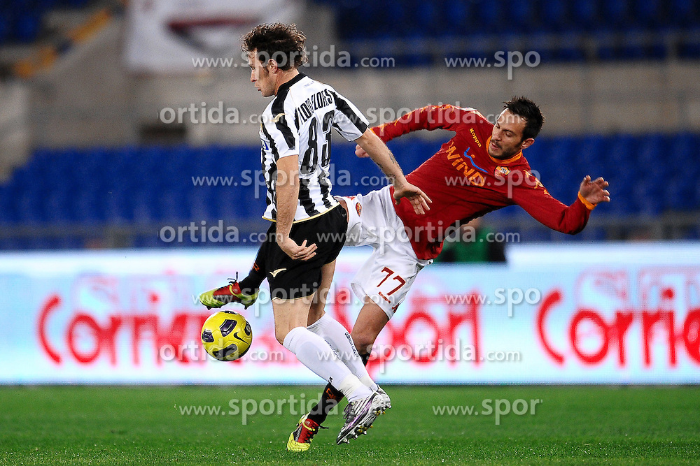20.11.2010, Stadio Olimpico, Rom, ITA, Serie A, AS Rom vs Udinese Calcio, im Bild Antonio FLORO FLORES Udinese, Marco CASSETTI Roma. EXPA Pictures © 2010, PhotoCredit: EXPA/ InsideFoto/ Andrea Staccioli +++++ ATTENTION - FOR AUSTRIA/AUT, SLOVENIA/SLO, SERBIA/SRB an CROATIA/CRO CLIENT ONLY +++++