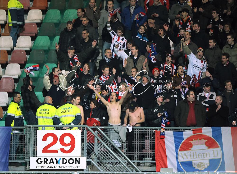 06-03-2009 Voetbal:Sparta Rotterdam:Willem II:Rotterdam<br /> Er viel eindelijk weer eens wat te vieren voor de Willem II supporters<br /> Henk van Meel, John Mouthaan vieren het feestje mee<br /> Foto: Geert van Erven