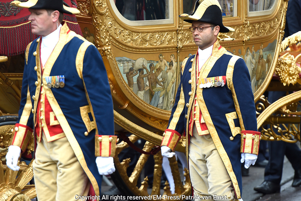 Prinsjesdag - Koninklijke familie in de Gouden Koets<br /> <br /> Budget Day - Royal family in the Golden Coach<br /> <br /> Op de foto / On the photo:  Gouden Koets met de &quot; slavenillustratie &quot; // <br /> Golden Coach with the &quot;slaves illustration&quot;