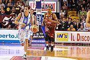 DESCRIZIONE : Venezia Campionato Lega A 2015-2016 9 Umana Reyer Venezia Betaland Capo d Orlando<br /> GIOCATORE : Tommaso Laquintana<br /> CATEGORIA : Palleggio<br /> SQUADRA : Umana Reyer Venezia Betaland Capo d Orlando<br /> EVENTO : Campionato Lega A 2015-2016<br /> GARA : Umana Reyer Venezia Betaland Capo d Orlando<br /> DATA : 11/10/2015<br /> SPORT : Pallacanestro<br /> AUTORE : Agenzia Ciamillo-Castoria/M.Gregolin<br /> Galleria : Lega Basket A 2015-2016<br /> Fotonotizia :   Venezia Campionato Lega A 2015-2016 9 Umana Reyer Venezia Betaland Capo d Orlando<br /> Predefinita :