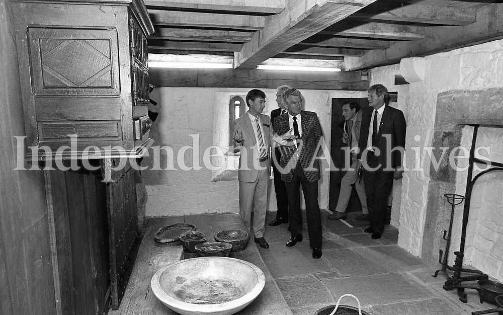 Australian Prime Minister Robert Hawke at the Rock of Cashel, Tipperary, 20/10/1987 (Part of the Independent Newspapers Ireland/NLI Collection).