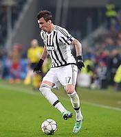 FUSSBALL CHAMPIONS LEAGUE  SAISON 2015/2016 ACHTELFINAL HINSPIEL Juventus Turin - FC Bayern Muenchen             23.02.2016 Mario Mandzukic (Juventus Turin) am Ball