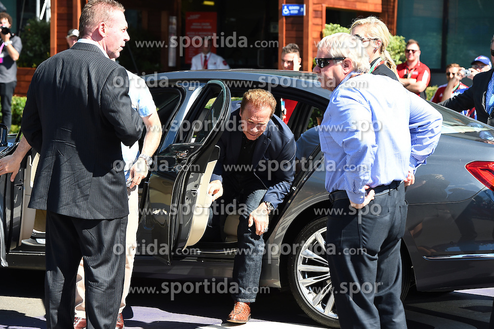 20.03.2016, Albert Park Circuit, Melbourne, AUS, FIA, Formel 1, Grand Prix von Australien, Rennen, im Bild Arnold Schwarzenegger (AUT) and // during Race for the FIA Formula One Grand Prix of Australia at the Albert Park Circuit in Melbourne, Australia on 2016/03/20. EXPA Pictures &copy; 2016, PhotoCredit: EXPA/ Sutton Images/ Images<br /> <br /> *****ATTENTION - for AUT, SLO, CRO, SRB, BIH, MAZ only*****