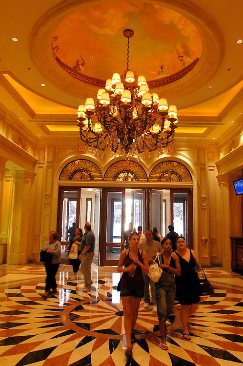USA Nevada Las Vegas The Venetian Casino und Hotel Venedig Nachbau Kunsthimmel Eingangshalle Eingang Deckenbemahlung Las Vegas Boulevard  The Strip Nachtleben shopping Touristen Tourismus (Farbtechnik sRGB 34.74 MByte vorhanden) Geography / Travel .