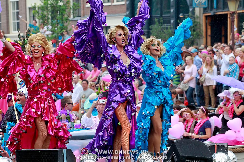 NLD/Amsterdam/20110806 - Canalpride Gaypride 2011, optreden Miss Lucy de la Rue, Miss Dita Parlow en Miss April Summer