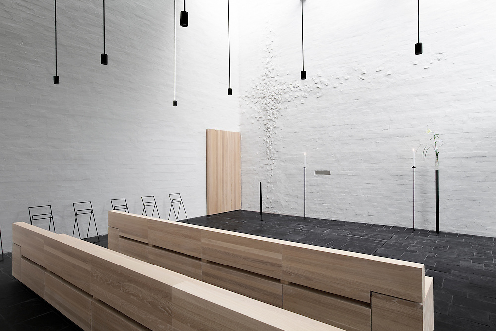 Pyhän Laurin kappeli in Vantaa, Suomi / St Lauri's funeral chapel in Vantaa, Finland. Architectural photography by Tuomas Uusheimo for Avanto architects.