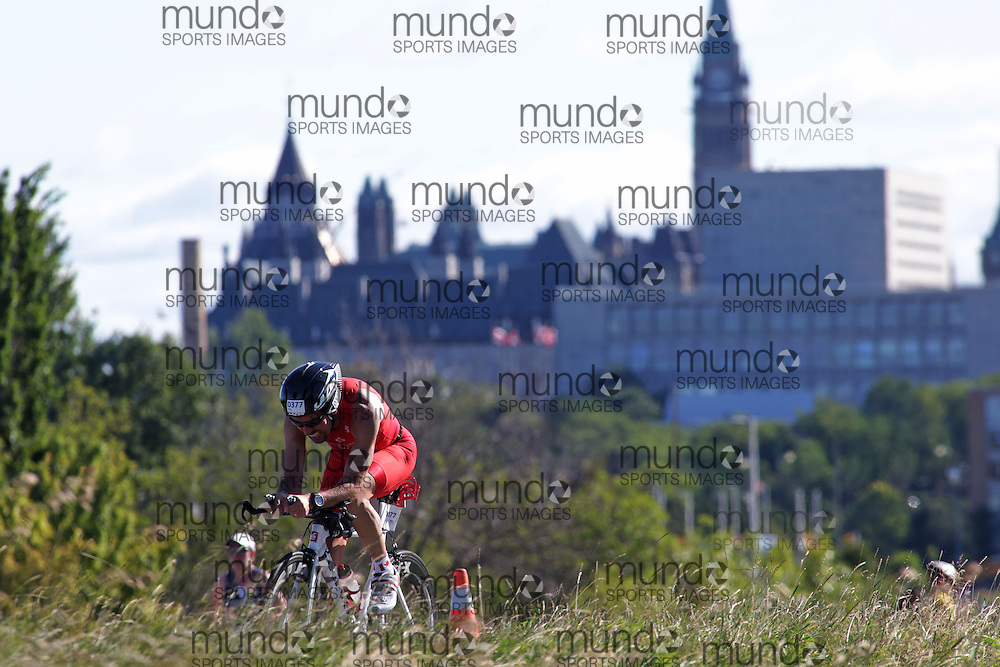 (Ottawa, Canada---10 August 2013)  Daryl Flacks (377)  of Canada (CAN) competing in the 40-44 Male AG International Triathlon Union 2013 World Duathlon Championships (10 km run- 40 km bike- 5km run).
