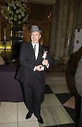 Stephen Jones. British Fashion awards 2005. V. & A. Museum. Cromwell Rd. London.   10  November 2005 . ONE TIME USE ONLY - DO NOT ARCHIVE © Copyright Photograph by Dafydd Jones 66 Stockwell Park Rd. London SW9 0DA Tel 020 7733 0108 www.dafjones.com