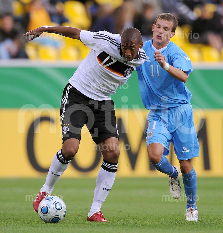 Fussball Nationalmannschaft :  Saison   2009/2010   04.09.2009 Fußball U21 : Deutschland - San Marino , GER - SM ,  Jerome Boateng (li, GER) gegen Andrea Venerucci (SM)