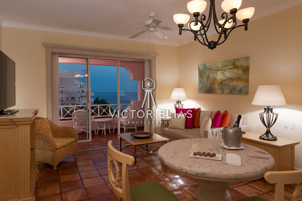Pueblo Bonito Rose. Suite 5040. Photo by: Victor Elias Photography