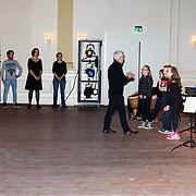 NLD/Arnhem/20180112 - Maxima opent Musis, Maxima luistert muziek gemaakt door kinderen