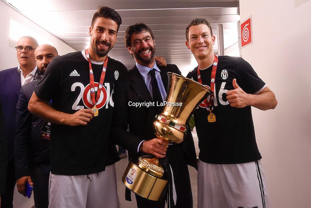 Foto LaPresse - Daniele Badolato<br /> 21/05/2016 Roma ( Italia)<br /> Sport Calcio<br />ESCLUSIVA JUVENTUS<br /> Milan - Juventus<br /> Finale TIM Cup 2015 2016 - Stadio &quot;Olimpico&quot;<br /> Nella foto: la festa negli spogliatoi<br /> <br /> Photo LaPresse - Daniele Badolato<br /> 21 May 2016 Roma ( Italy)<br /> Sport Soccer<br /> Milan - Juventus<br /> Italian TIM Cup Final 2015 2016 - &quot;Olimpico&quot; Stadium <br /> In the pic: Juventus celebrate at the end of the match