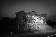Il terremoto delle ultime settimane ha duramente colpito i vecchi casolari di mattoni rossi della campagna Emiliana