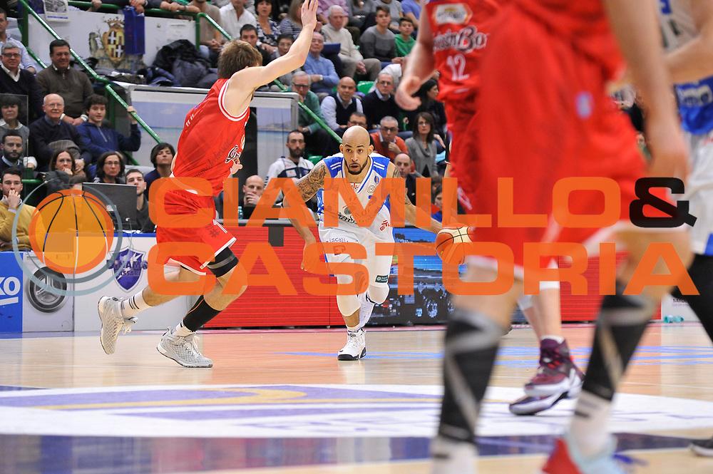 DESCRIZIONE : Campionato 2015/16 Serie A Beko Dinamo Banco di Sardegna Sassari - Grissin Bon Reggio Emilia<br /> GIOCATORE : David Logan<br /> CATEGORIA : Palleggio<br /> SQUADRA : Dinamo Banco di Sardegna Sassari<br /> EVENTO : LegaBasket Serie A Beko 2015/2016<br /> GARA : Dinamo Banco di Sardegna Sassari - Grissin Bon Reggio Emilia<br /> DATA : 23/12/2015<br /> SPORT : Pallacanestro <br /> AUTORE : Agenzia Ciamillo-Castoria/C.Atzori