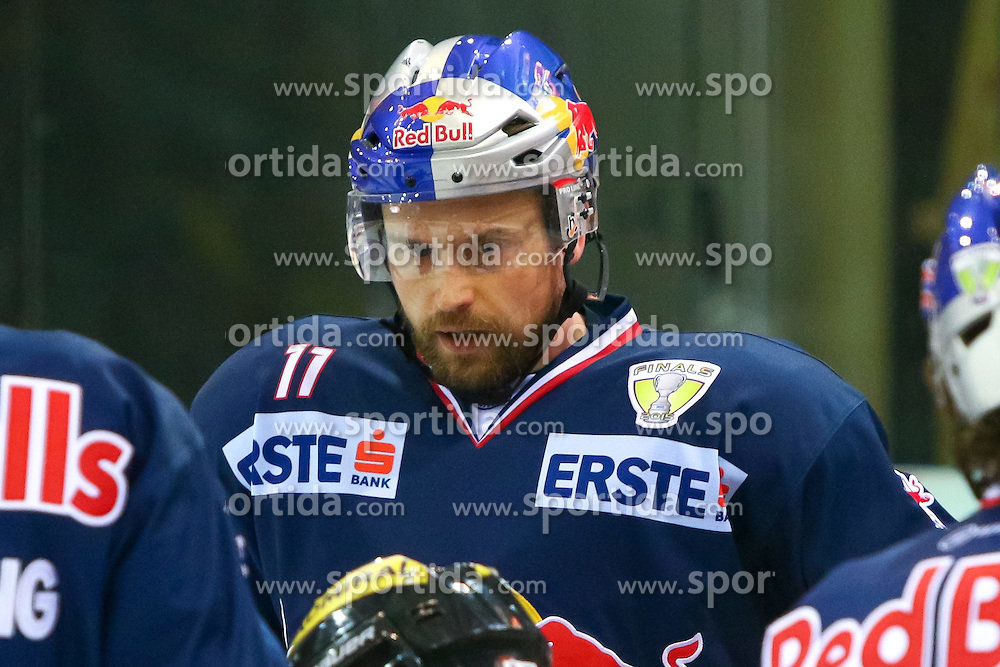 10.04.2015, Albert Schultz Eishalle, Wien, AUT, EBEL, UPC Vienna Capitals vs EC Red Bull Salzburg, Finale, 2. Spiel, im Bild Ben Walter (Salzburg) // during the Erste Bank Icehockey League 2nd final match between UPC Vienna Capitals and EC Red Bull Salzburg at the Albert Schultz Ice Arena, Vienna, Austria on 2015/04/10. EXPA Pictures © 2015, PhotoCredit: EXPA/ Sebastian Pucher