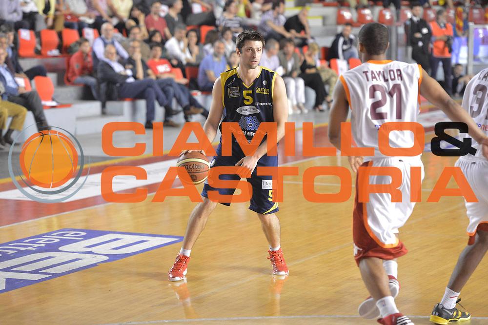 DESCRIZIONE : Roma Lega A 2012-2013 Acea Roma Sutor Montegranaro<br /> GIOCATORE : Daniele Cinciarini<br /> CATEGORIA : palleggio<br /> SQUADRA : Sutor Montegranaro<br /> EVENTO : Campionato Lega A 2012-2013 <br /> GARA : Acea Roma Sutor Montegranaro<br /> DATA : 05/05/2013<br /> SPORT : Pallacanestro <br /> AUTORE : Agenzia Ciamillo-Castoria/ GiulioCiamillo<br /> Galleria : Lega Basket A 2012-2013  <br /> Fotonotizia : Roma Lega A 2012-2013 Acea Roma Sutor Montegranaro<br /> Predefinita :