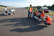Het Human Power Team Delft en Amsterdam (HPT), dat bestaat uit studenten van de TU Delft en de VU Amsterdam, is in Senftenberg voor een poging het laagland sprintrecord te verbreken op de Dekrabaan. In september wil het HPT daarna een poging doen het wereldrecord snelfietsen te verbreken, dat nu op 133 km/h staat tijdens de World Human Powered Speed Challenge.<br /> <br /> With the special recumbent bike the Human Power Team Delft and Amsterdam, consisting of students of the TU Delft and the VU Amsterdam, is in Senftenberg (Germany) for the attempt to set a new lowland sprint record on a bicycle. They also wants to set a new world record cycling in September at the World Human Powered Speed Challenge. The current speed record is 133 km/h.