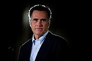 Republikanernes presidentkandidat Mitt Romney ble ofte kritisert for å mangle utstråling.  Her er han fanget i spotlighten mens han holder en såkalt prebuttal, motsvar, til Obamas State of the Union tale.