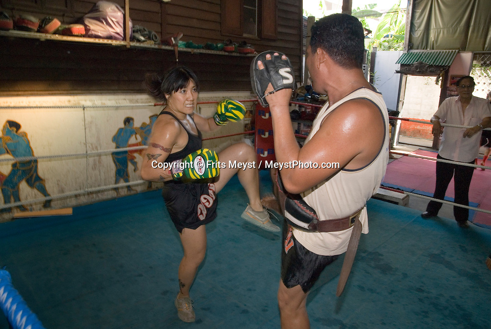 Bangkok, Thailand, April 2007. Canadian Jasmine Mah from Winnipeg, Manitoba comes to Bangkok regularly to train. Muay Thai Boxing School Sor Voropin offers professional training for Thai and and foreign boxers. Many Thai and international Champions have trained here. Photo by Frits Meyst/Adventure4ever.com