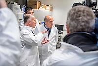 1er déplacement de Bernard Cazeneuve en tant que 1er ministre - Lyon 08 Décembre 2016<br /> Visite de l'Institut de Recherche Technologique Bioaster.