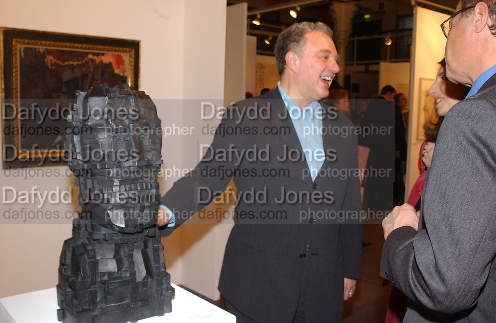 Bernard Jacobson, Art 2003 London Art Fair opening. Business Design Centre.  14 January 2003. © Copyright Photograph by Dafydd Jones 66 Stockwell Park Rd. London SW9 0DA Tel 020 7733 0108 www.dafjones.com