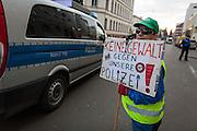 Frankfurt | 25 February 2017<br /> <br /> Am Samstag (25.02.2017) nahmen etwa 1000 Menschen in Frankfurt am Main an einer linksradikalen Demonstration unter dem Motto &quot;Make Racists Afraid Again&quot; Teil. Die Demo begann am S&uuml;dbahnhof in Frankfurt-Sachsenhausen und endete am Willy-Brandt-Platz. Organisiert wurde der Aufmarsch von dem B&uuml;ndnis &quot;Antifa United Frankfurt&quot;.<br /> Hier: Am Rande der Demo l&auml;uft ein Mensch mit einem Plakat mit der Aufschrift &quot;Keine Gewalt gegen unsere Polizei&quot;.<br /> <br /> photo &copy; peter-juelich.com