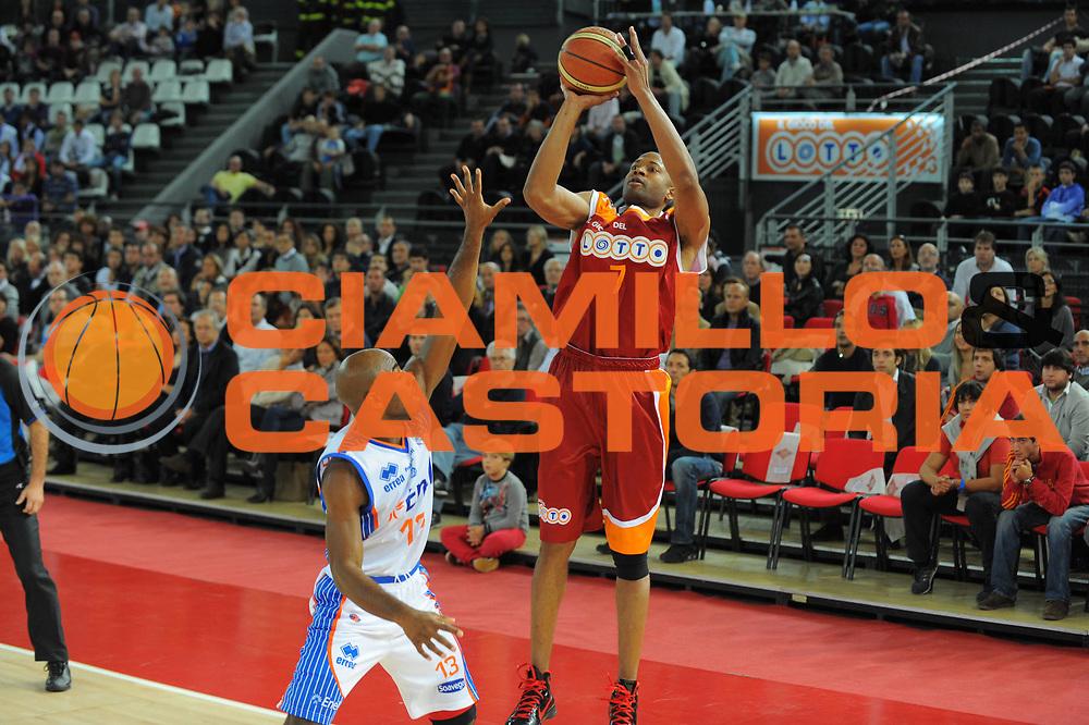 DESCRIZIONE : Roma Lega A 2010-11 Lottomatica Roma Enel Brindisi<br /> GIOCATORE : Charles Smith<br /> SQUADRA : Lottomatica Roma Enel Brindisi<br /> EVENTO : Campionato Lega A 2010-2011 <br /> GARA : Lottomatica Roma Enel Brindisi<br /> DATA : 17/10/2010<br /> CATEGORIA : Tiro<br /> SPORT : Pallacanestro <br /> AUTORE : Agenzia Ciamillo-Castoria/GiulioCiamillo<br /> Galleria : Lega Basket A 2010-2011 <br /> Fotonotizia : Roma Lega A 2010-11 Lottomatica Roma Enel Brindisi<br /> Predefinita :